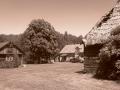 Siedlisko / Dom drewniany 100lat / Obora Murowana / Spichlerz / Stodoła drewniana kryta strzechą